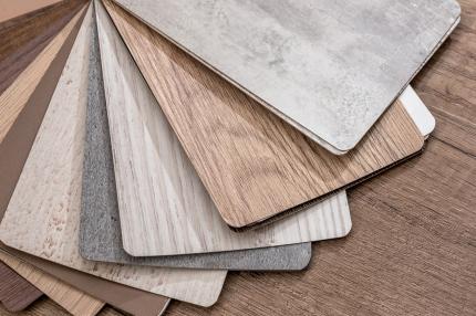 Lepenou nebo plovoucí vinylovou podlahu? Jakou vybrat, abyste byli spokojení